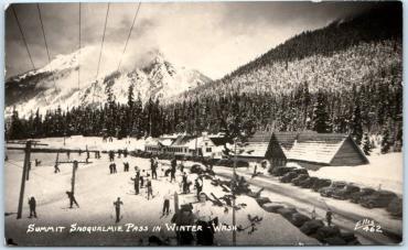 snoqualmie skiers